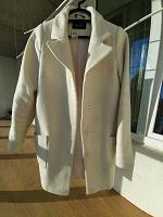 Отдается в дар Женское белое пальто, 42 размер