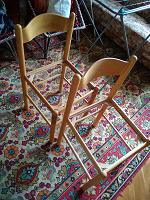 Отдается в дар Два деревянных стула (без сиденья)