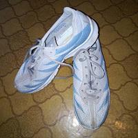 Отдается в дар кроссовки 40