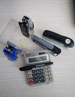 Отдается в дар Степлер, ручка и калькулятор