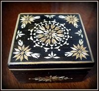 Отдается в дар Шкатулка деревянная.