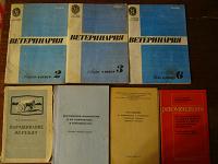 Отдается в дар Буклеты и книги советских времен и одна 2004.
