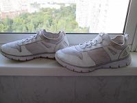 Отдается в дар кроссовки без шнурков