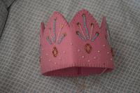 Отдается в дар Детская корона из цветного войлока