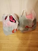 Отдается в дар Несколько мешков с одеждой