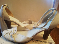 Отдается в дар Женская обувь (4 фото)