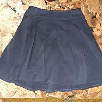 Отдается в дар Школьная юбка и кофта на молнии.