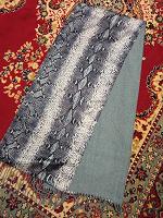 Отдается в дар мужской шарф (длинный)