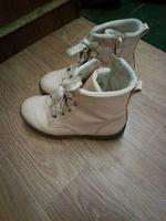 Отдается в дар кроссовки и ботинки для девочки