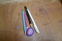 Отдается в дар карандаш, ручки, ластик.