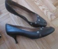 Отдается в дар Женские туфли 38 размер.