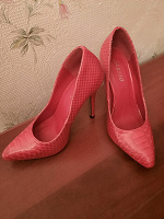 Отдается в дар Туфли красные на высоком каблуке