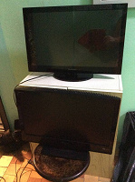 Отдается в дар Два плоских телевизора