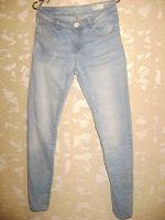 Отдается в дар Светло-голубые джинсы, размер 27