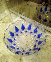 Отдается в дар Конфетница двухцветное стекло