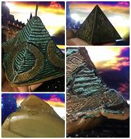 Отдается в дар Пирамиды — свеча и фигурка