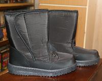 Отдается в дар Женская зимняя обувь