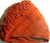 Отдается в дар шапка на хм, воротничек, бисер, пайетки