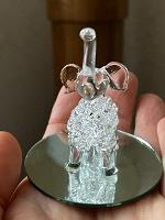 Отдается в дар Слоник крошечный стеклянный на подставке