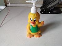 Отдается в дар Утёнок флакон, дозатор для жидкого мыла