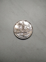 Отдается в дар Монета 25 центов 2005 Каймановы острова. Парусник