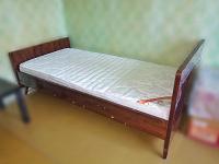 Отдается в дар Советская лакированная кровать (без матраса)