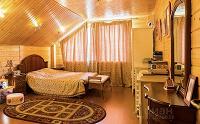 Отдается в дар Спальня — кровать, 2 тумбочки, комод, зеркало