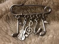 Отдается в дар Музыкальная брошь