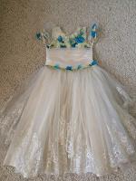 Отдается в дар Платье на 8-10 лет.