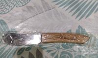 Отдается в дар Новый нож для плавленного или творожного сыра