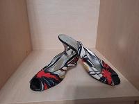 Отдается в дар Летняя женская обувь 37-38 размера