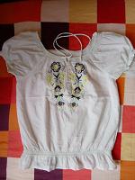 Отдается в дар Блуза женская в энто-стиле с красивой вышивкой.