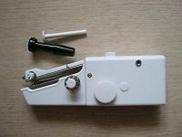 Отдается в дар Мини швейная машинка с электроприводом.