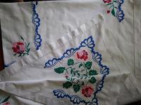 Отдается в дар Вышитые полотенце и скатерть.