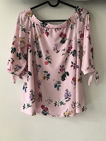 Отдается в дар Блуза с цветочным принтом Mohito