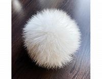 Отдается в дар Белый меховой помпон.