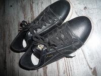 Отдается в дар женские кроссовки р 39-40