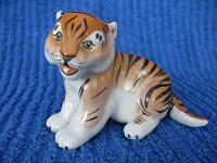 Отдается в дар Статуэтка тигренок.
