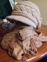 Отдается в дар Теплая двойная шапочка и шарф, спасибо дарителям.