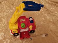 Отдается в дар Пожарная машина и носочки на 3-4 года.