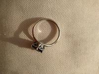 Отдается в дар Серебряные серьги и кольцо