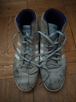 Отдается в дар Женские замшевые кроссовки 42 размера