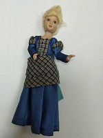 Отдается в дар куколка из фарфора