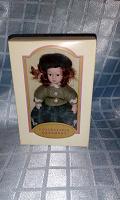 Отдается в дар Куколка миниатюрная фарфоровая.