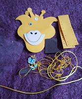 Отдается в дар Набор для детского творчества. Задача: сшить сумочку-жирафа из деталей.