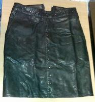 Отдается в дар юбка черная кожезам на девочку
