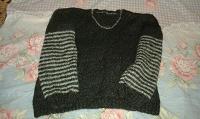 Отдается в дар Теплый свитер.