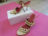 Отдается в дар Босоножки светло-бежевые 38 размер на каблуке