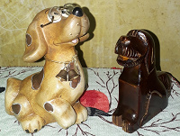 Отдается в дар Собачки. Керамическая и деревянная.