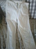 Отдается в дар Белые джинсы на миниатюрную девушку